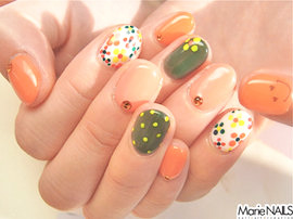 Marie NAILS 北青山店(旧 原宿Pace店) [東京都/原宿] 北欧食器みたい!元気なカラフルショートネイル