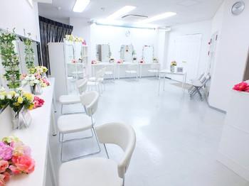 8b4e4950c3a1c ... メイク)3F ヘアセットフロア・4F 各種着物(350着) ゲストドレスレンタル 着付ルーム・7Fウェディングドレス (100着)ルーム 撮影スタジオを持つブライダルサロン!!
